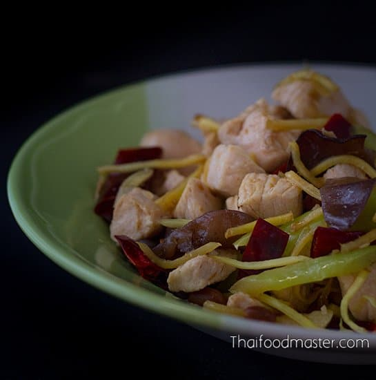 Stir-fried chicken with ginger - gai phat khing – ไก่ผัดขิง