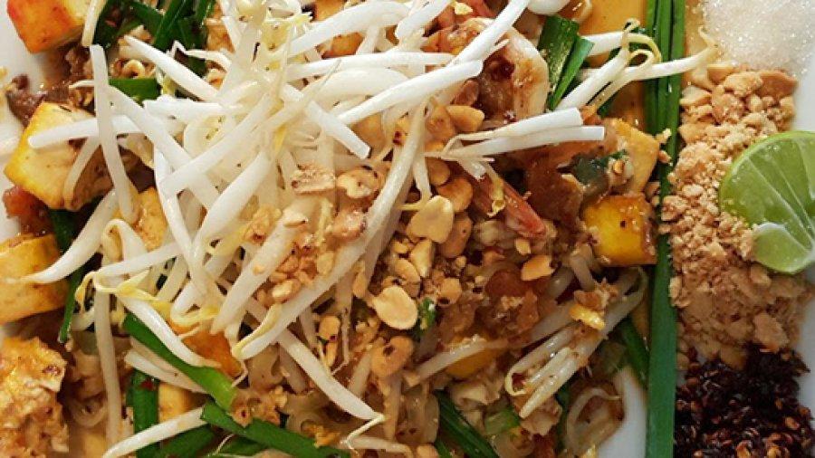 Pat Thai Noodles (ผัดไทยกุ้ง ; pat thai goong)