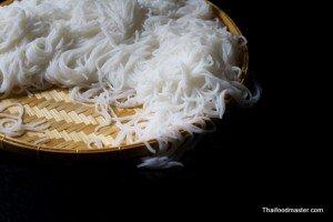 Making Fermented Rice Flour Noodles <br>(การทำเส้นขนมจีน ; sen khanohm jeen)