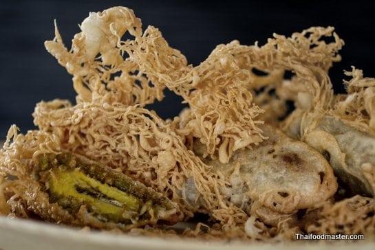 ข้าวเม่าทอด ; khaao mao thaawt