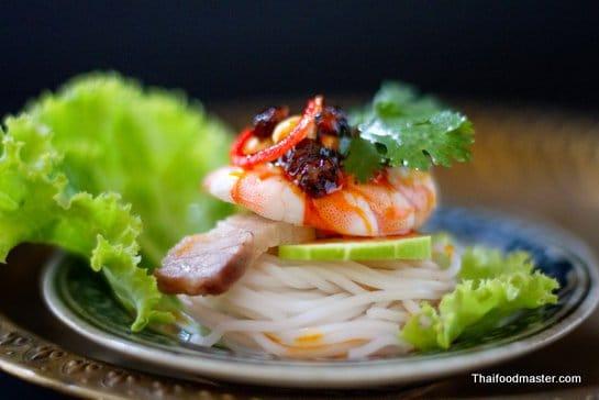 ขนมจีนญี่ปุ่น; Khanohm jeen Yee Poon (rice noodles)