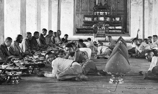 Image: Religious ceremony in the palace Image: John Thomson c1865-66