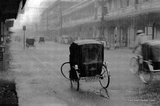 ถนนสี่พระยา (Si Phraya Road) กรุงเทพมหานคร (พระนคร)   Bangkok ถ่ายเมื่อปีค.ศ.1948 (พ.ศ.๒๔๙๑) Photographer: จิตต์ จงมั่นคง (Chitt Chongmankhong)