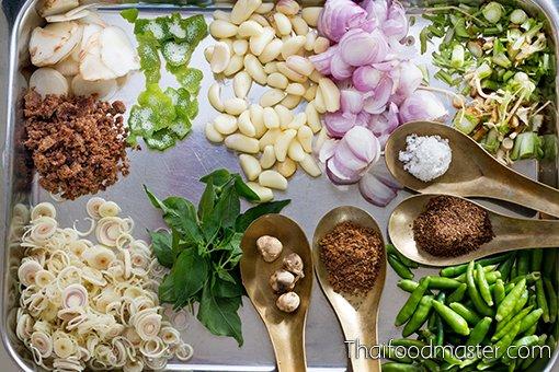 แกงเขียวหวานเป็ดย่าง - Thai Green Curry with Roasted Duck and Young Chilies